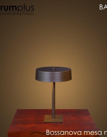 Bossanova Sobremesa mini, una lámpara de sobremesa fabricada en hierro, con pintura Epoxi marrón oxido, con un diseño muy atractivo y funcional. Su pantalla es metálica y tiene un diámetro de 22 centímetros, con dos portalamparas GU-10 , se suminstra con bombilla de 8 watios de led, en color 3000K o 4000K. Esta lámpara esta fabricada por Ferrumplus y la asociación Asproseat, una lámpara comprometida con la sociedad,si quieres saber mas clicka aqui